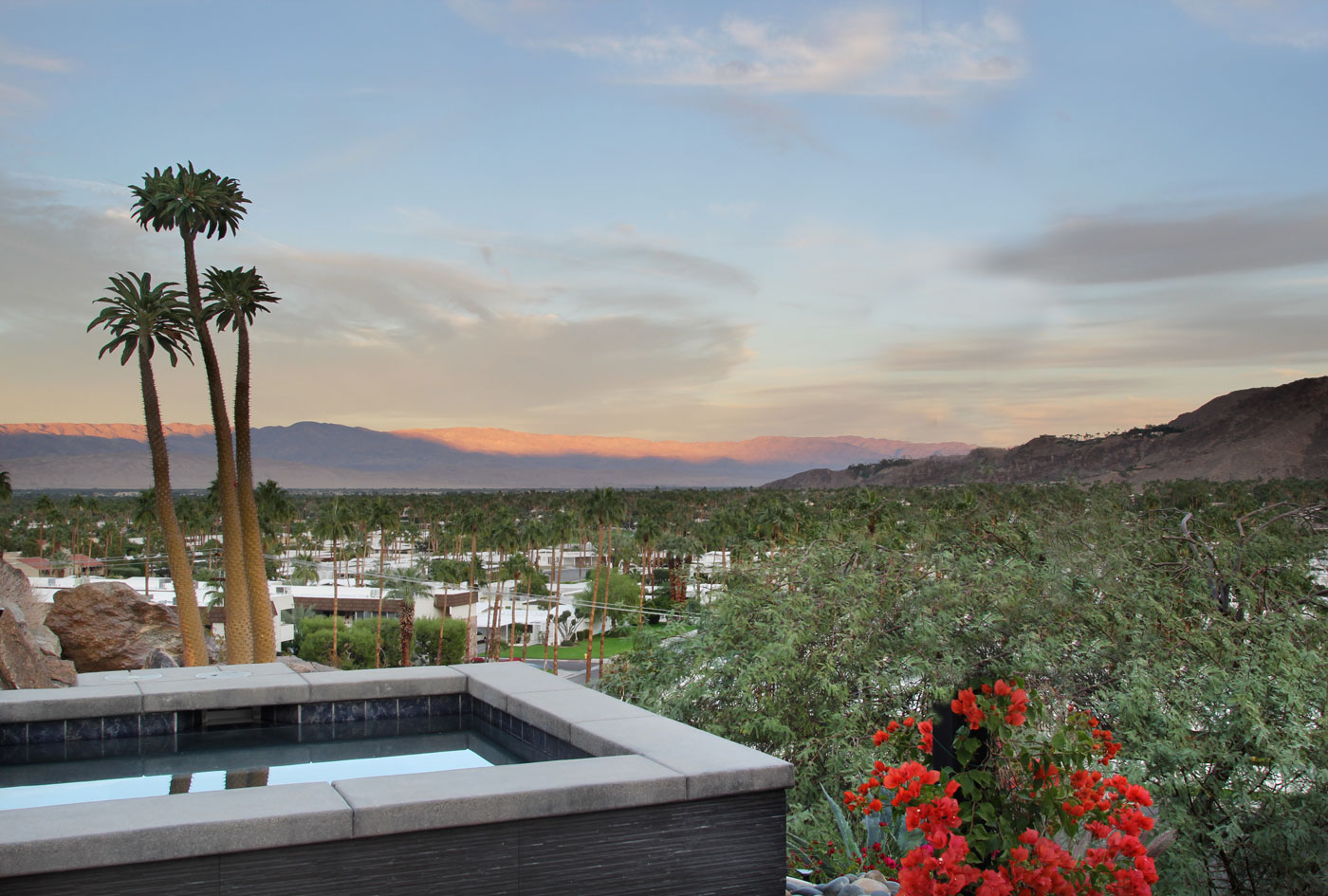 82 jacuzzi+perched+above+Palm+Springs+valley+with+unobstructed+view+of+mountain+ranges