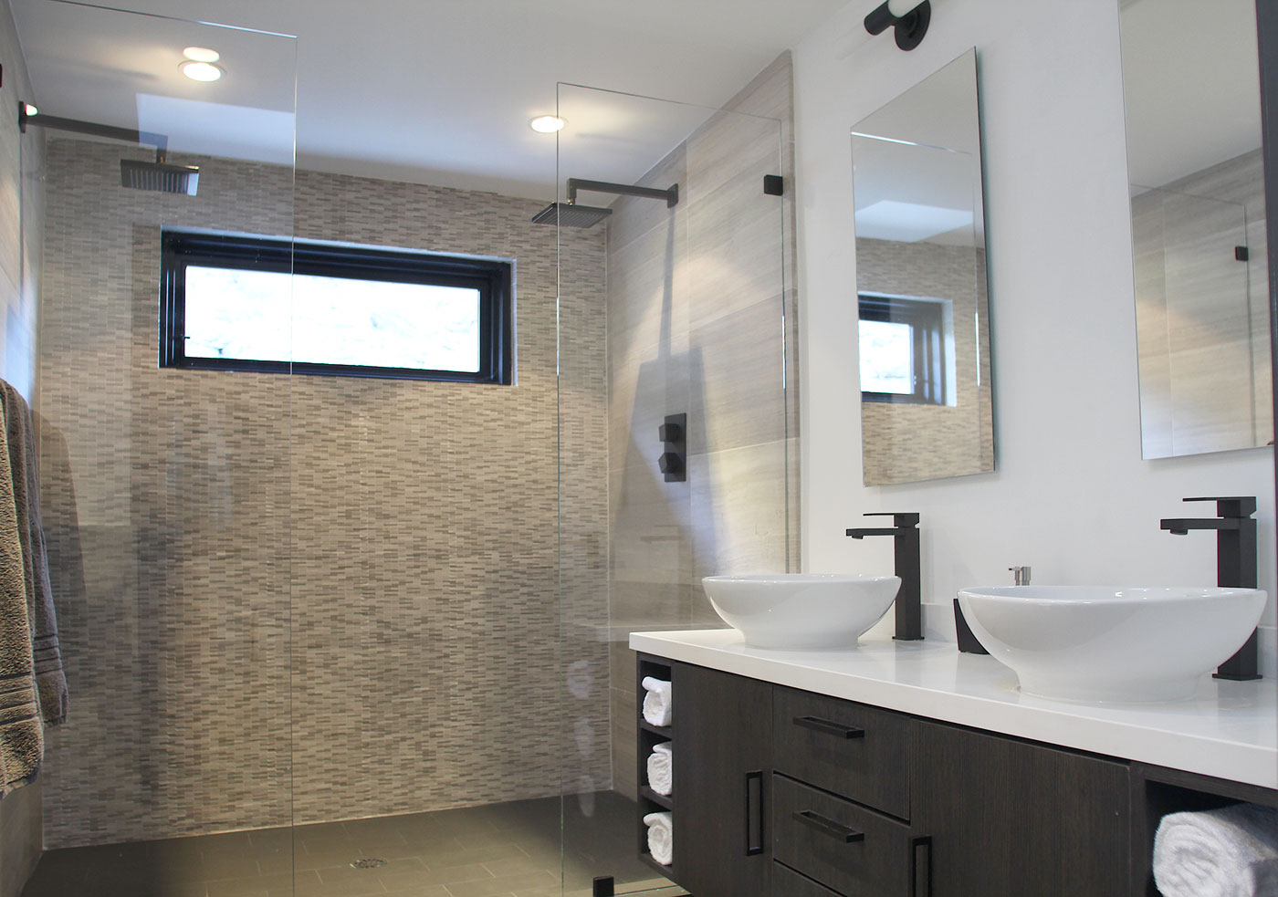 13 Master+suite+bath+with+raintree+showers+and+twin+basin+sinks
