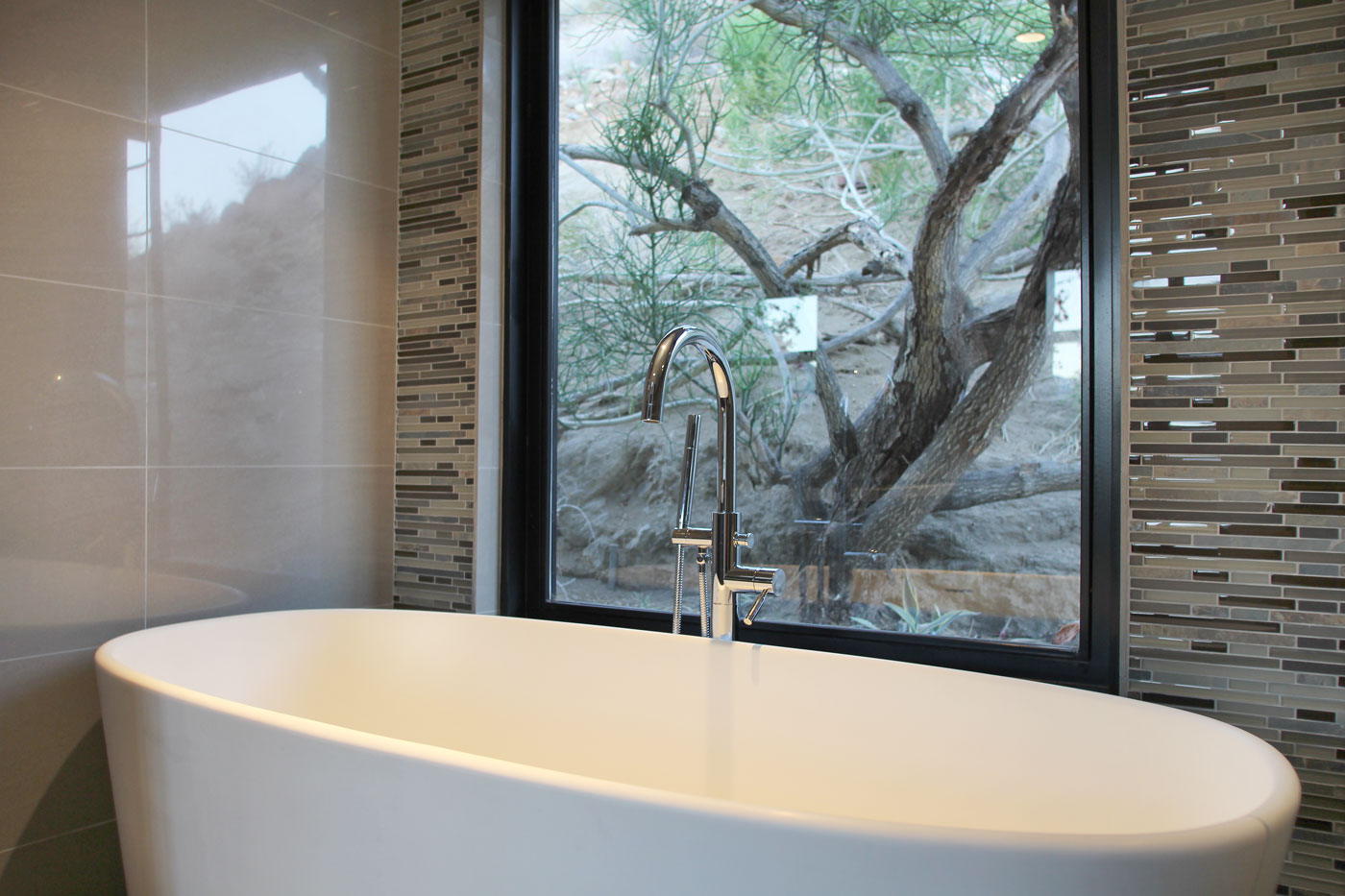 18 Guest+suite+soaking+tub+with+stunning+mountain+views